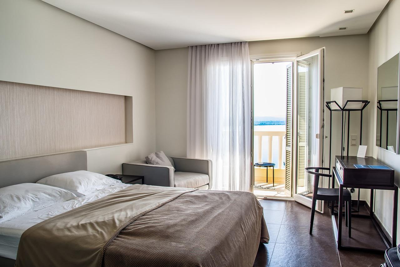 Jak odmienić wizerunek naszego pokoju? Narzuta na łóżko i kanapę 180×200