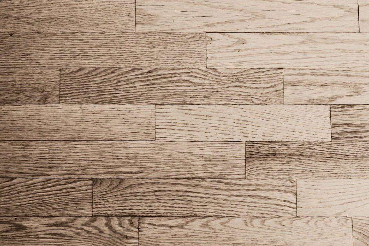 Jak myć drewnianą podłogę? Czyli naturalne drewno pod stopami